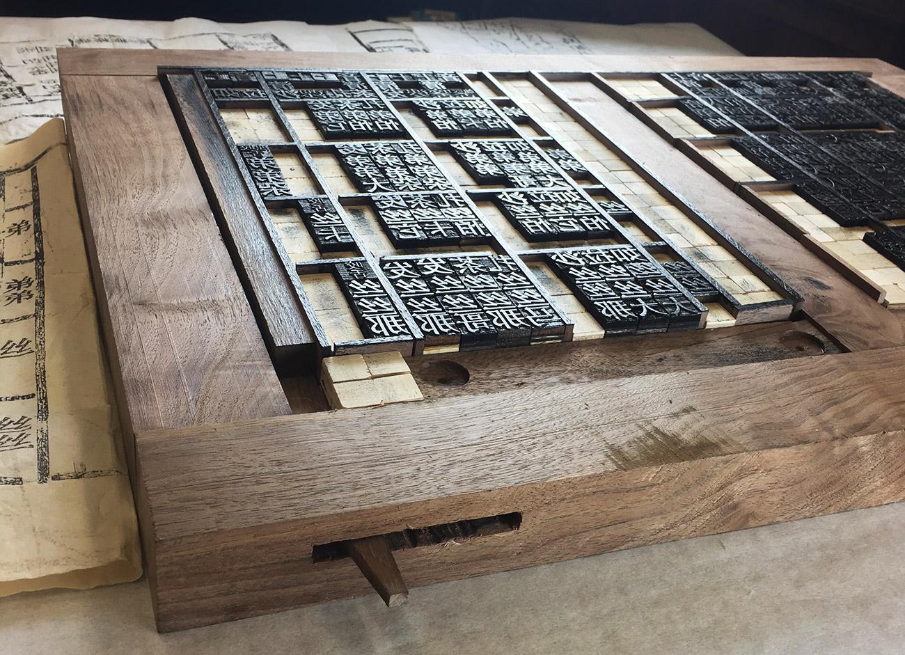 Print table top.